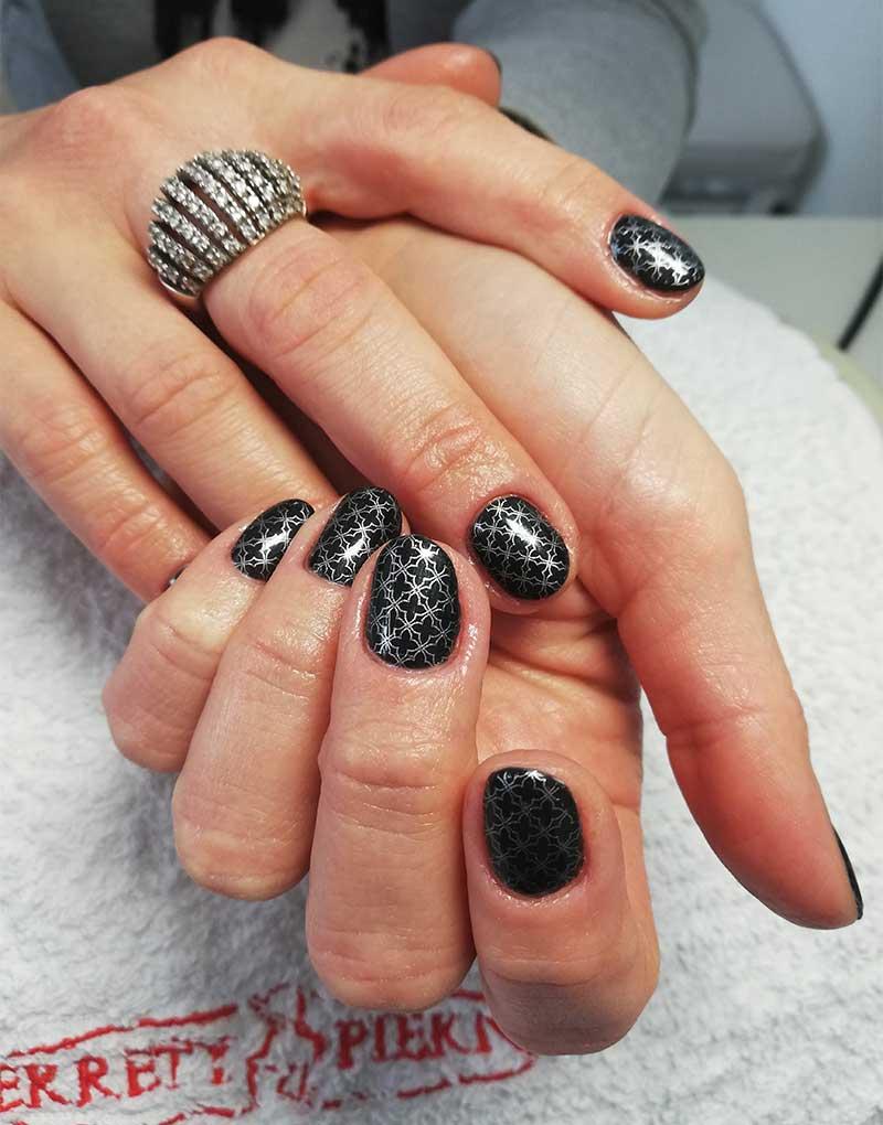paznokcie z ornamentem